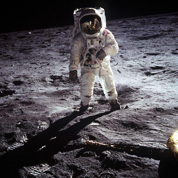 Buzz Aldrin, unul din cei doi membrii al echipajului Apollo 11 (20 iulie 1969) - foto: ro.wikipedia.org