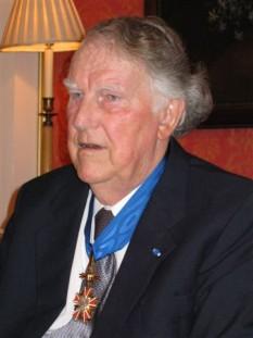 Sir Edmund Percival Hillary (n. 20 iulie 1919, Auckland — d. 11 ianuarie 2008, Auckland) alpinist și explorator neozeelandez, cunoscut mai ales pentru că a fost primul om care a ajuns pe vârful muntelui Everest, ca membru al celei de-a noua expediții britanice de cucerire a vârfului, în 1953 - foto: ro.wikipedia.org