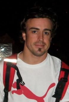 Fernando Alonso Díaz, (născut la 29 iulie 1981 în Oviedo, Spania) pilot de Formula 1 de origine spaniolă, campion mondial în acest sport în 2005 și 2006. În 2003 a devenit cel mai tânăr pilot de Formula 1 care a plecat din pole position, apoi care a câștigat o cursă, iar în 2005 cel mai tânăr pilot care a câștigat titlul mondial - foto - ro.wikipedia.org