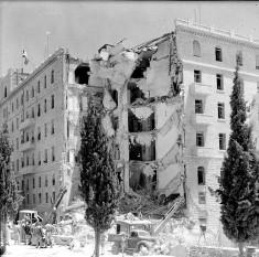 """1946: Organizația sionistă teroristă """"Irgun"""" bombardează hotelul """"Regele David"""" din Ierusalim, locul administrației civile și comandamentul militar pentru Mandatul britanic pentru Palestina; au rezultat 91 de decese - foto - ro.wikipedia.org"""