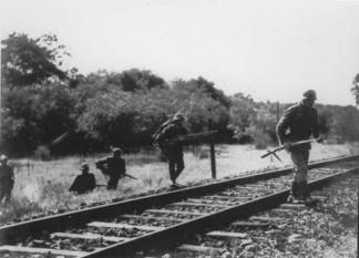 Operatiunea München - Ostasi romani si germani avansand in Basarabia, iulie 1941 -  foto - worldwar2.ro