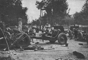 Operatiunea München - Baterie de artilerie grea sovietica capturata in centrul Chinaului de Compania 3 Care de Lupta - foto - worldwar2.ro
