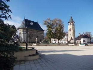 Piatra-Neamț este municipiul de reședință a județului Neamț, Moldova, România. Situat pe valea Bistriței, în nord-estul României, orașul avea la nivelul anului 2011 o populație de 85.055 de locuitori.[2] Localitatea fost declarată reședința Regiunii de dezvoltare Nord-Est - foto - ro.wikipedia.org