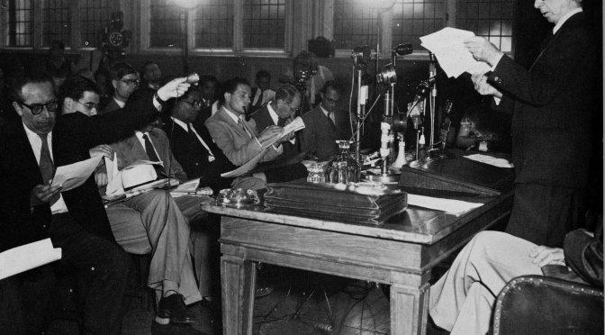 Lansarea manifestului  Bertrand Russel - Albert Einstein, care a pus bazele miscarii  mișcării Pugwash (Londra, 9 iulie 1955) - foto: pugwash.org