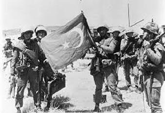 1974: Mii de soldati  turci  au invadat  Ciprul după esuarea discuţiilor din  capitala greacă, Atena, dintre Turcia si Grecia  - foto - cersipamantromanesc.wordpress.com