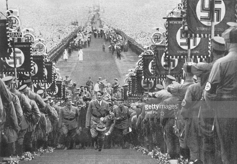 Adolf Hitler arrives at rally in Buckeberg - September 1934 - foto: gettyimages.com