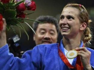 Alina Alexandra Dumitru (n. 30 august 1982, Ploiești, România) judoka română, medaliată cu aur la Jocurile Olimpice de la Beijing 2008, la categoria 48 kg, multiplă campioană europeană și medaliată cu bronz la campionatele mondiale - foto - jurnalul.ro
