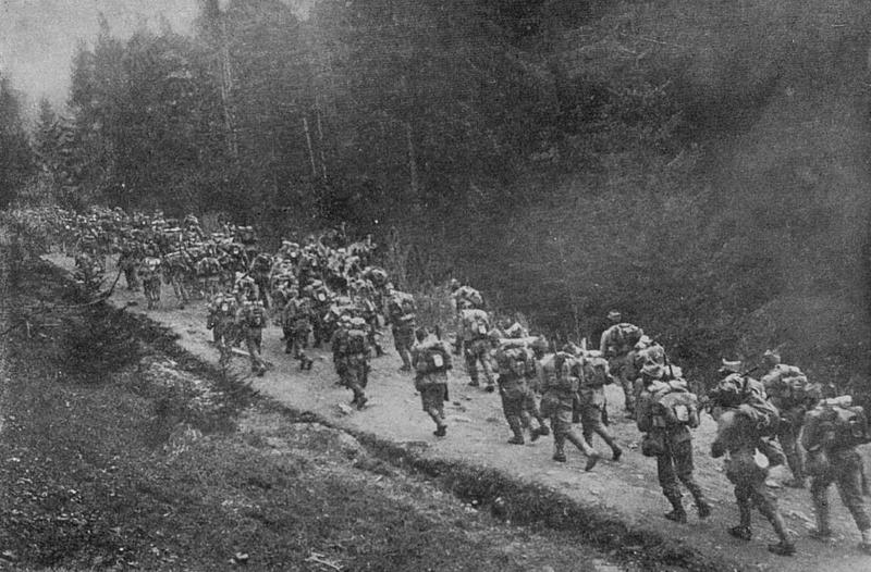 Trupe române trecând Carpații (august 1916) - foto preluat de pe ro.wikipedia.org