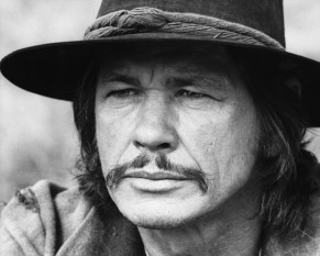 "Charles Dennis Buchinsky (n. 3 noiembrie 1921; d. 30 august 2003), cunoscut sub numele Charles Bronson, a fost un actor american, celebru pentru rolurile sale de ""dur"" - foto - biography.com"