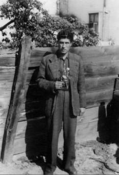 Gellu Naum (n. 1 august 1915, București — d. 29 septembrie 2001, București) eseist, poet, prozator și dramaturg român, de origine aromână, considerat cel mai important reprezentant român al curentului suprarealist și unul dintre ultimii mari reprezentanți ai acestuia pe plan european - foto - facebook.com