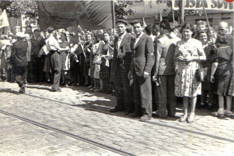 Deşi rolul lor a fost minim, comuniştii şi-au atribuit întreaga acţiune. După o săptămână, liderii comunişti prezenţi (în imagine, Gheorghe Apostol şi Chivu Stoica) au organizat acţiuni de întâmpinare a Armatei Roşii - foto preluat de pe ro.wikipedia.org