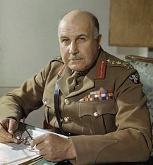 Generalul britanic Maitland Wilson (centru), şeful Înaltului Comandament Aliat de la Cairo, căruia îi era adresată telegrama Regelui Mihai din 21-22 august - foto preluat de pe en.wikipedia.org