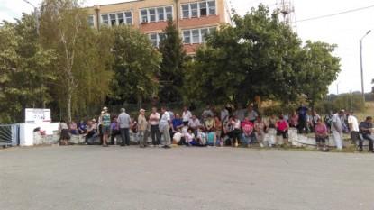 Protest spontan al angajatilor RAAN - foto - informatiadeseverin.ro