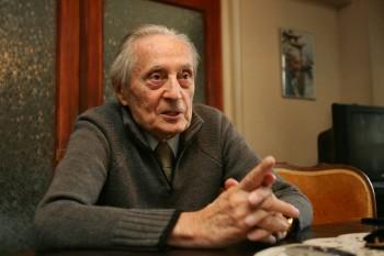 Ion Diaconescu (n. 25 august 1917, Boțești, județul Dâmbovița, România – d. 11 octombrie 2011, București) om politic și activist anticomunist român; a fost membru al Partidului Național Țărănesc, începând cu anul 1936 până la desființarea partidului de autoritățile comuniste, în 1947 - foto - flux.md