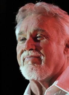 """Kenneth Donald """"Kenny"""" Rogers (născut la 21 august 1938) cantautor și producător de muzică din Statele Unite ale Americii -  foto - ro.wikipedia.org"""