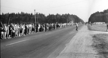 Lanțul Baltic, numit și Lanțul Libertății, a fost o demonstrație politică pașnică ce a avut loc la 23 august 1989 - foto - casa-regala.blogspot.com