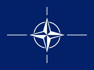 Organizația Tratatului Atlanticului de Nord (abreviat NATO în engleză și OTAN în franceză și spaniolă) alianță politico-militară stabilită în 1949, prin Tratatul Atlanticului de Nord semnat la Washington la 4 aprilie 1949. Actualmente cuprinde 28 state din Europa și America de Nord - foto - ro.wikipedia.org