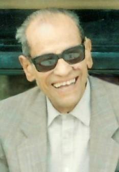 """Naghib Mahfuz (n. 11 decembrie 1911 - d. 30 august 2006) romancier egiptean, laureat al Premiului Nobel pentru Literatură în 1988 și autor al """"Trilogiei din Cairo"""" - foto - ro.wikipedia.org"""