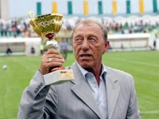 Nicolae Dobrin (n. 26 august 1947, Pitești - d. 26 octombrie 2007, Pitești), cunoscut și ca Gâscanul sau Prințul din Trivale, fotbalist și antrenor român de fotbal - foto - prosport.ro