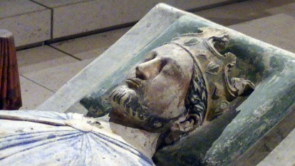 Richard I (n. 8 septembrie 1157, d. 6 aprilie 1199) a fost rege al Angliei în perioada 1189-1199. Era cunoscut și sub numele de Richard Inimă-de-Leu datorită reputației sale de mare lider militar - in imagine, Efigie (c. 1199) a lui Richard I la mănăstirea Fontevraud, Anjou - foto: ro.wikipedia.org