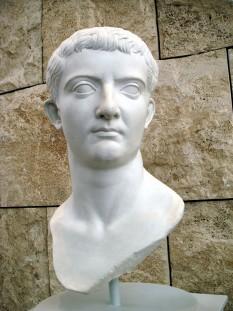 Tiberius Caesar Augustus, născut Tiberius Claudius Nero (16 noiembrie 42 î.Hr. – 16 martie 37) al doilea împărat roman și a domnit de la moartea lui Augustus în anul 14 până la moartea sa în 37 - foto - ro.wikipedia.org
