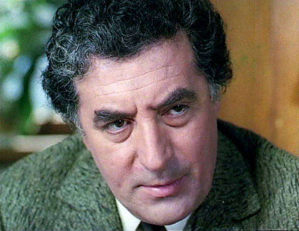 Toma Caragiu (n. 21 august 1925, Argos Orestiko, Grecia - d. 4 martie 1977, București) a fost un actor român cu activitate bogată în teatru, TV și film. A interpretat cu precădere roluri de comedie, dar a jucat și în drame, unul dintre filmele sale de referință fiind Actorul și sălbaticii (1975) - foto: cinemagia.ro