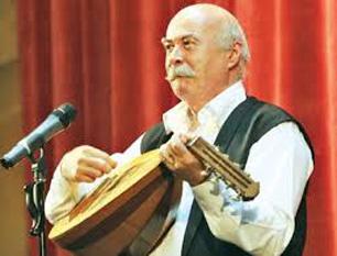 Tudor Gheorghe este un cântăreț, compozitor și actor român, născut la 1 august 1945, în comuna Podari, județul Dolj, dintr-o familie de țărani - foto - cersipamantromanesc.wordpress.com