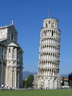 Turnul înclinat din Pisa (în italiană Torre pendente di Pisa) este cea mai faimoasă clădire înclinată din lume și punctul de reper al orașului Pisa din Italia - foto - ro.wikipedia.org