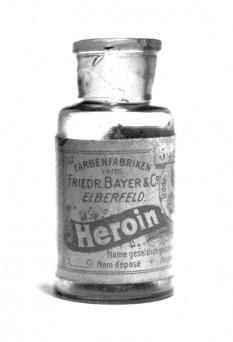 Sticlă de heroină Bayer - foto - ro.wikipedia.org