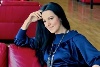 Angela Gheorghiu (n. 7 septembrie 1965, Adjud, județul Vrancea) soprană română, una dintre cele mai renumite cântărețe de operă din lume - foto (martie 2012): ro.wikipedia.org