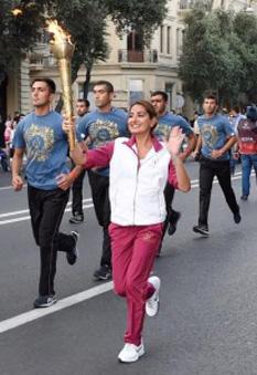 """Arzu Aliyeva, 26 de ani, fiica mai mică a președintelui azer, promovând Jocurile Europene """"Baku2015″. La București, ea este implicată într-o afacere imobiliară. Foto: Instagram"""
