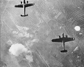 Bătălia Angliei (10 iulie – 31 octombrie 1940) este numele dat eforturilor Luftwaffe depuse pentru câștigarea superiorității aeriene asupra Royal Air Force (RAF), înaintea unei invazii terestre și aeriene asupra Marii Britanii (Operațiunea Leul de Mare), în timpul celui de-al Doilea Război Mondial - foto: ro.wikipedia.org