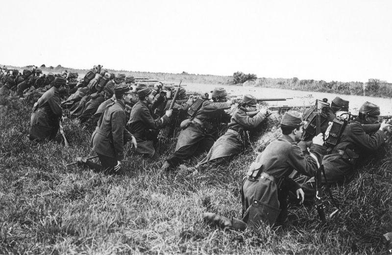 Soldati francezi in transee, in Prima bătălie de pe Marna (5 septembrie - 14 septembrie 1914) - foto preluat de pe en.wikipedia.org