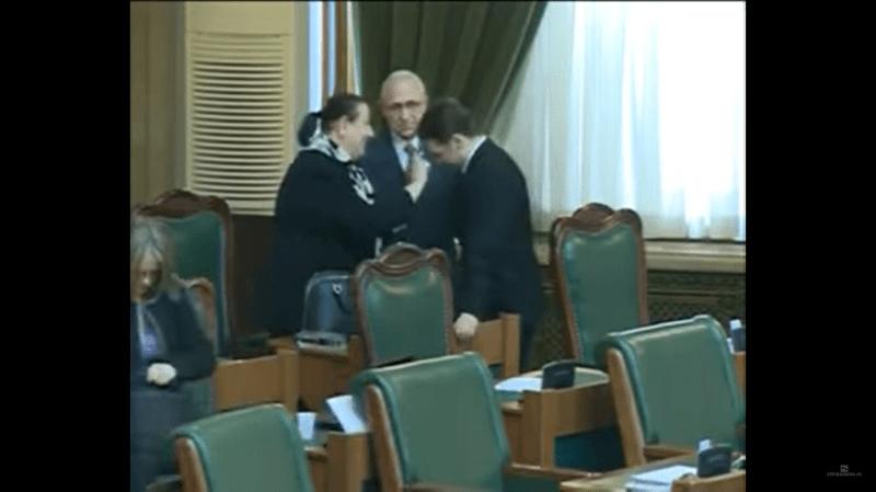 Dan Șova, miruit în plen de o fostă judecătoare. Senatorul a fost salvat de lipsa de cvorum - foto captura www.youtube.com