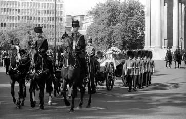 Procesiunea funerară trecând prin Parcul St. James, Londra - foto - ro.wikipedia.org