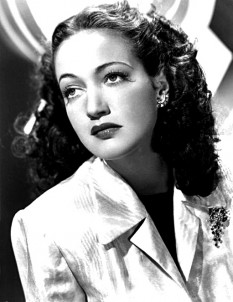 Dorothy Lamour (December 10, 1914 – September 22, 1996) was an American actress and singer. She is best remembered for appearing in the Road to... movies, a series of successful comedies starring Bing Crosby and Bob Hope - foto: en.wikipedia.org