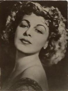 Elvira Godeanu (n. 13 mai 1904 București - d. 3 septembrie 1991) actriță română de film, radio, teatru și voce formată la generația de aur a marilor artiști interbelici - foto - ro.wikipedia.org