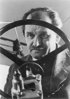 Ferdinand Porsche (n. 3 septembrie 1875, Maffersdorf, Reichenberg, Boemia; d. 30 ianuarie 1951, Stuttgart) constructor de automobile austriac  - foto - ro.wikipedia.org