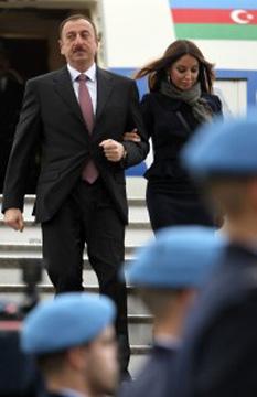 Cumplul prezidențial. Prima doamnă, Mehriban Aliyeva, conduce fundația Heydar Aliyev. Foto: Mediafax/AFP/TIAGO PETINGA