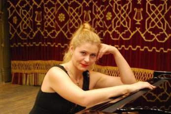 Ioana Maria Lupașcu (n. 19 septembrie 1977, Brăila) pianistă română - foto: ioanalupascu.ro