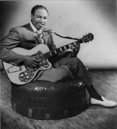 "Mathis James ""Jimmy"" Reed (September 6, 1925 – August 29, 1976) was an American blues musician and songwriter, notable for bringing his distinctive style of blues to mainstream audiences - foto - en.wikipedia.org"