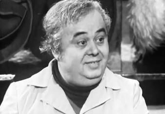 """Marian Hudac (n. 20 septembrie 1934 - d. 29 ianuarie 1996) a fost un renumit actor de comedie român. I s-a acordat medalia Meritul Cultural clasa I (1967) """"pentru merite în domeniul artei dramatice"""" - foto: etimpu.com"""