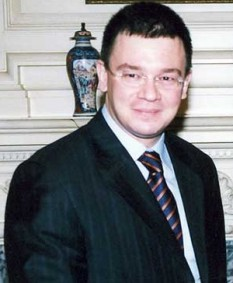 Mihai Răzvan Ungureanu (n. 22 septembrie 1968, Iași), istoric, diplomat și politician român - foto: ro.wikipedia.org