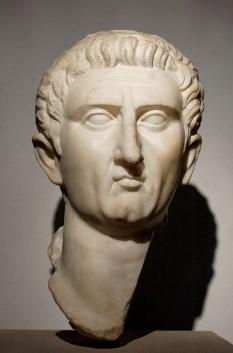 Nerva (latină: MARCVS COCCEIVS NERVA CAESAR AVGVSTVS) (n. 8 noiembrie 30, d. 27 ianuarie 98) a fost un împărat roman (96-98) - in imagine, Bustul lui Nerva aflat la Palazzo Massimo alle Terme, Roma - foto: ro.wikipedia.org