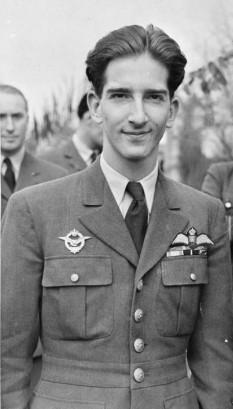 Petru al II-lea cunoscut și sub numele de Petru al II-lea Karađorđević (n. 6 septembrie 1923, Belgrad — d. 3 noiembrie 1970, Denver, Colorado) ultimul rege al Iugoslaviei -  foto - ro.wikipedia.org