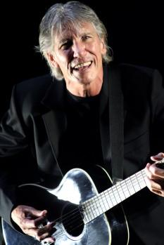 George Roger Waters (n. 6 septembrie 1943, Great Bookham, Surrey) muzician rock englez. Este cel mai cunoscut ca fiind basistul dar și unul dintre principalii compozitori ai trupei engleze Pink Floyd în perioada 1964 - 1985 - foto (in concert, Morumbi Stadium, São Paulo, Brazil) - ro.wikipedia.org