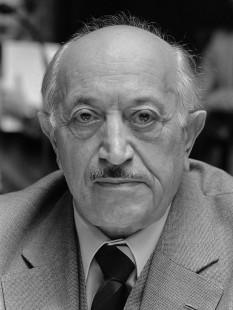 """Simon Wiesenthal (n. 31 decembrie 1908, Buczacz, Galiția, Austro-Ungaria – d. 20 septembrie 2005, Viena, Austria) a fost un celebru """"vânător de naziști"""" - foto: ro.wikipedia.org"""