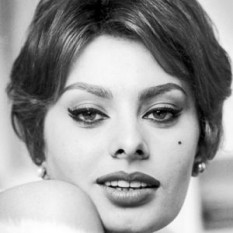 Sophia Loren, numele de scenă al Sofiei Scicolone (n. 20 septembrie 1934, Roma, Italia), actriță italiană de film - foto: biography.com