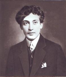 Tony Bulandra (n. 13 martie 1881, Tîrgoviște - d. 5 aprilie 1943, București) a fost un renumit actor român, elev al lui Constantin I. Nottara. Tony Bulandra a fost căsătorit cu Lucia Sturdza-Bulandra (1873 - 1961) - foto: ziuaconstanta.ro