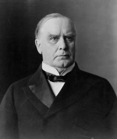 William McKinley (n. 29 ianuarie 1843 - d. 14 septembrie 1901) cel de-al douăzeci și cincilea președinte al Statelor Unite ale Americii. A fost ales de două ori, în 1896 și în 1900, dar a fost asasinat în 1901 la Pan-American Exposition în Buffalo, New York - foto - ro.wikipedia.org